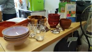 漆椀、萩焼のお茶椀からIKEAのグラスまで持参
